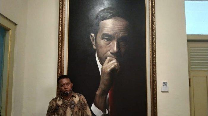 Pelukis Solo Lukis Jokowi dengan Dominasi Warna Hitam, Ada yang Menawar hingga Rp 80 Juta
