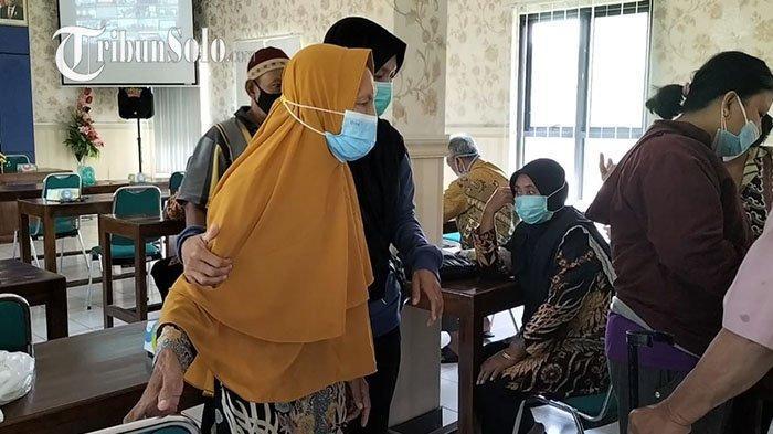 Baru Sembuh dari Stroke, Lansia 74 Tahun di Sragen Langsung Ikut Vaksin: Demi Jenguk Anak ke Jakarta