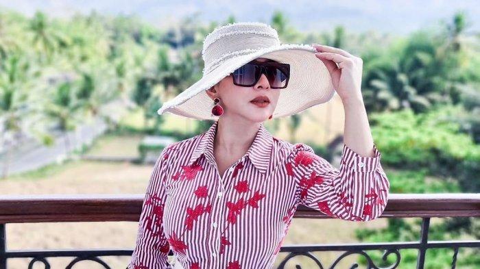 Biasa Pakai Barang Branded, Syahrini Kini Pamerkan Koleksi Tas Lokal yang Desainnya Tak Kalah Bagus