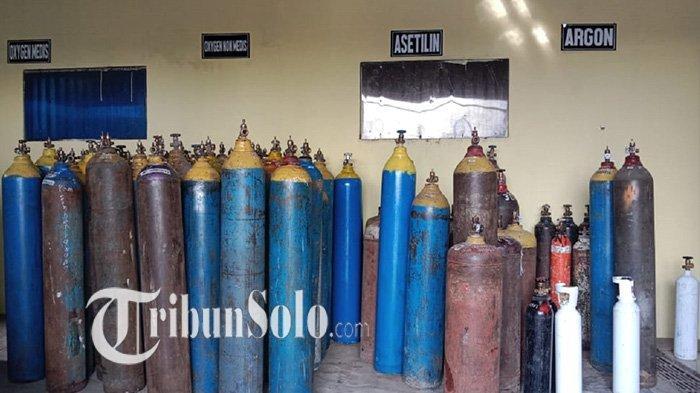 Tabung gas oksigen kosong sudah 3 minggu di depo pengisian oksigen di Desa Kwangen, Kecamatan Gemolong, Kabupaten Sragen, Sabtu (10/7/2021).