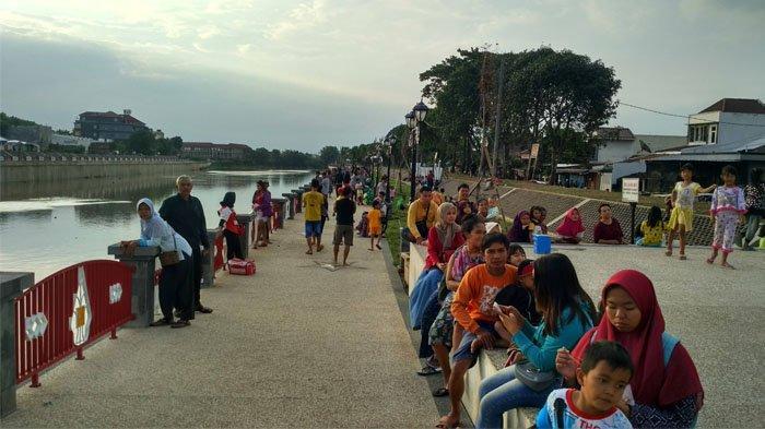 Jadi Lokasi Wisata, Bendung Tirtonadi Solo Beri Berkah bagi Pedagang Kaki Lima