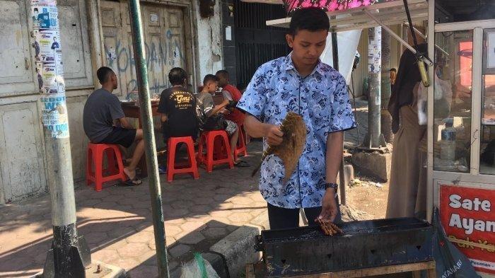 Hari Anak Nasional,Pedagang Sate Ayam di Pekalongan Ini Gratiskan Sate bagi Anak-anak