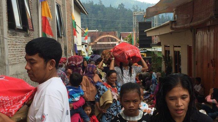 Di Acara Adat Ruwah Rasul, Camat Tawangmangu Rusdianto Ingatkan Pilkada Serentak 2018 ke Warga