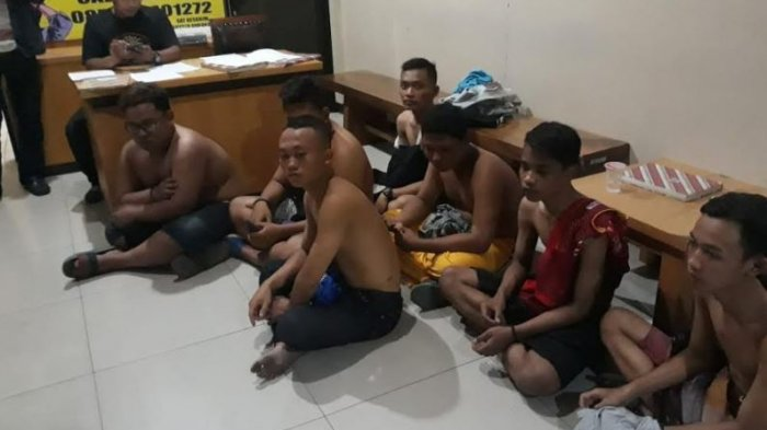 Anggota Polresta Solo Amankan 14 Warga yang Diduga Melempar Batu ke Rombongan Bonek