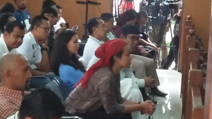Sidang Ratna Sarumpaet: Atiqah Hasiholan dan Dua Saudaranya Duduk di Kursi Terdepan