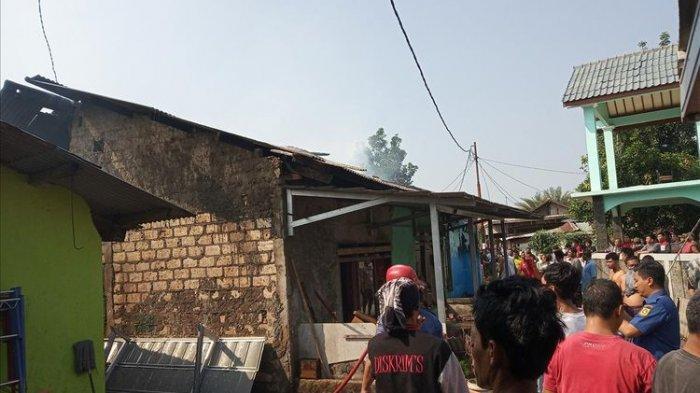 Tiga Rumah di Bogor Terbakar, Warga Pakai Air Got untuk Padamkan Api, Tak Ada Air Imbas Listrik Mati