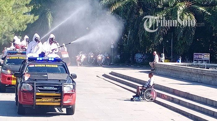Antisipasi Penyebaran Corona Varian Delta di Solo, Jalanan Disemprot Disinfektan