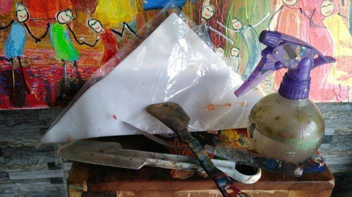 Melukis Memakai Alat-alat Penghias Kue, Tini Jameen Munculkan Efek Berbeda