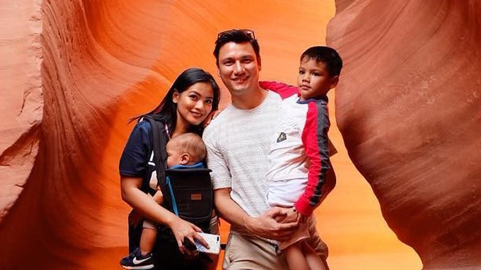 Titi Kamal, Christian Sugiono, dan kedua putra mereka