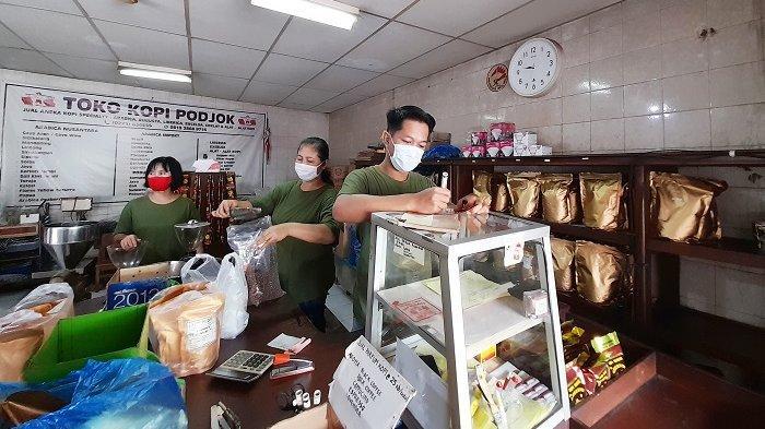 Toko Kopi Podjok yang berada di Jalan Utara Pasar Besar Nomor 38 Pasar Gede, Kecamatan Jebres, Kota Solo, Senin (8/2/2021).
