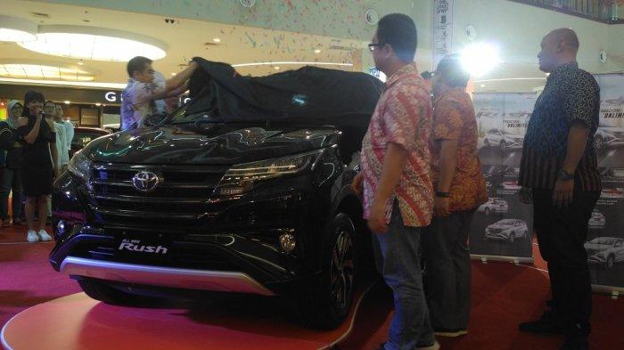 Toyota All New Rush TRD Sportivo diluncurkan di Atrium Solo Square, Solo, Jumat (8/12/2017) siang.