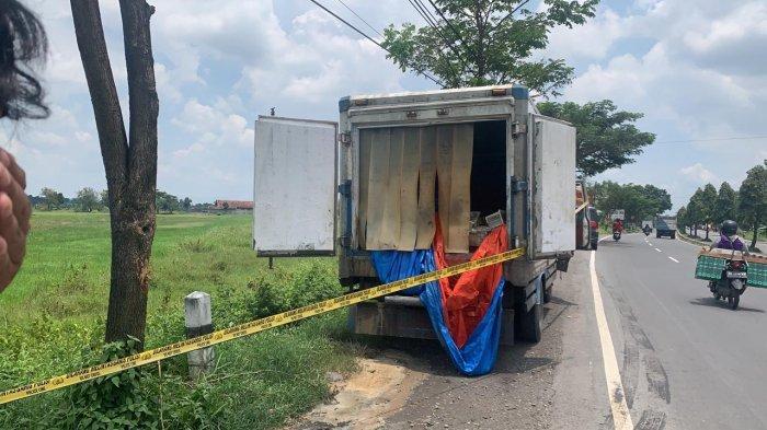 Truk Misterius Terparkir 4 Hari di Jalan Solo - Jogja, Keluarkan Bau Bangkai, Ternyata Ini Isinya