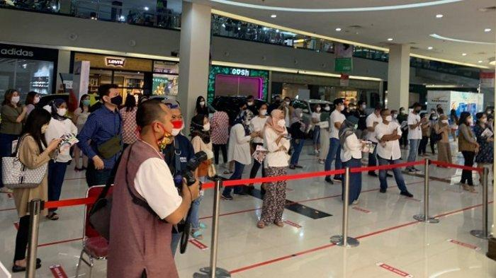 Kala yang Lain Kelimpungan, Uniqlo Fashion Asal Jepang Buka di Solo, Antrean Viral karena Mengular