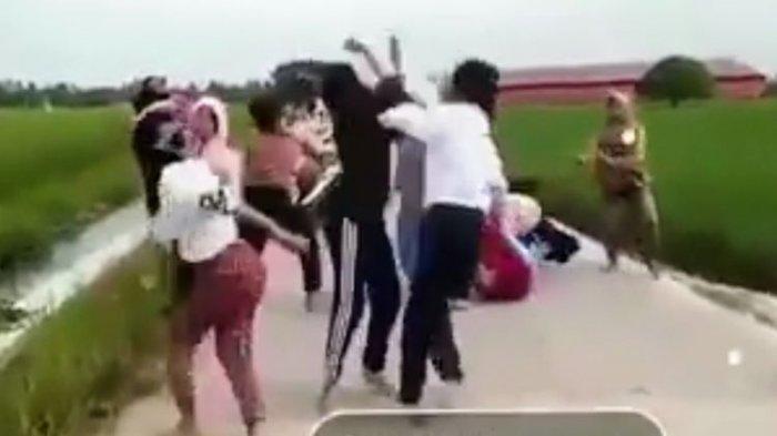 Viral Video Belasan Remaja Terlibat Tawuran, Saling Jambak, Pukul hingga Tersungkur, Ini Kata Polisi