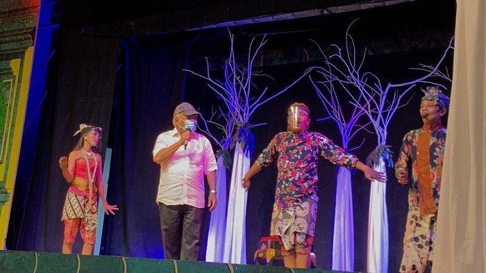 Tinjau Taman Balekambang Solo yang Bakal Direvitalisasi, Menteri PUPR Pilih Naik Panggung dan Nyanyi