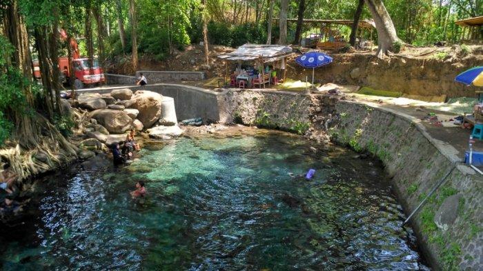 Umbul Kapilaler ini adalah sebuah tempat wisata yang berada di Dukuh Umbulsari, Desa Ponggok, Kecamatan Polanharjo, Kabupaten Klaten, Jawa Tengah.