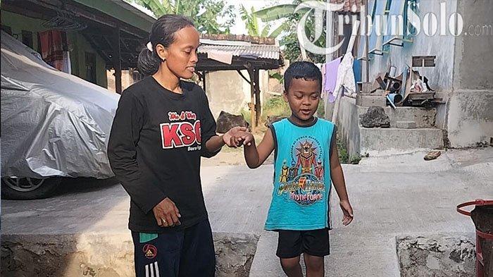 Ketabahan Seorang Ibu di Klaten: Ditinggal Pergi Suami Hingga Rawat Sendiri Anaknya yang Buta