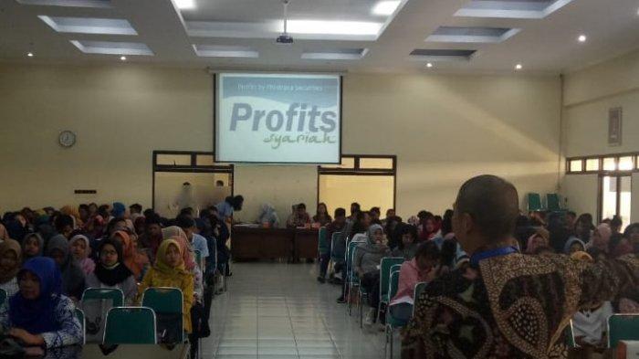 300 Mahasiswa Unisri Surakarta Buka Rekening Saham
