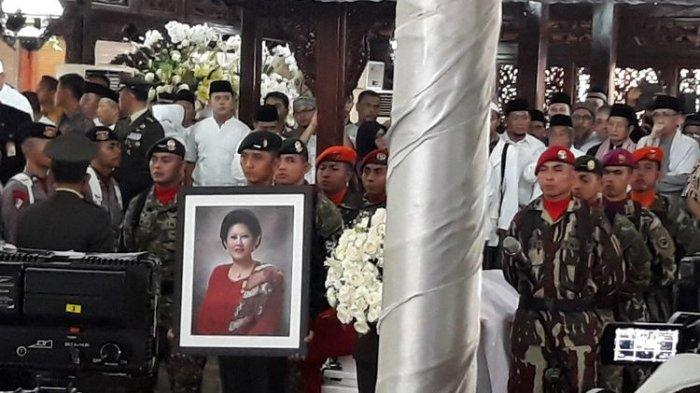Sebelum Jenazah Ani Yudhoyono Dimakamkan di TMP Kalibata, Pasukan TNI-Polri Gelar Upacara Militer