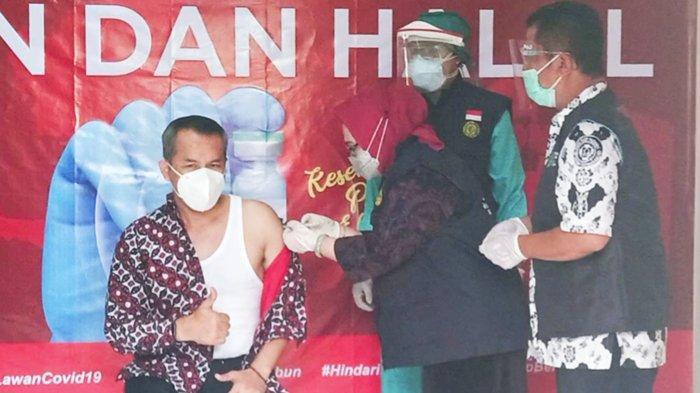 Jadi Penerima Vaksin Covid-19 Pertama di Wonogiri, Bupati Joko Sutopo Acungkan Jempol