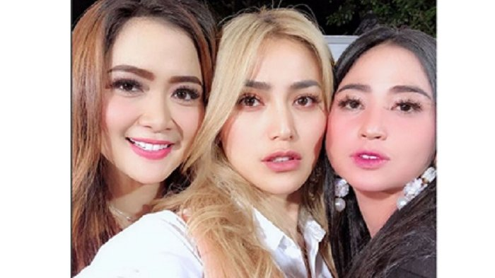 Foto Bareng Vega dan Jessica Iskandar, Netizen Soroti Bagian Tubuh Dewi Perssik Ini: Gede Banget Ya