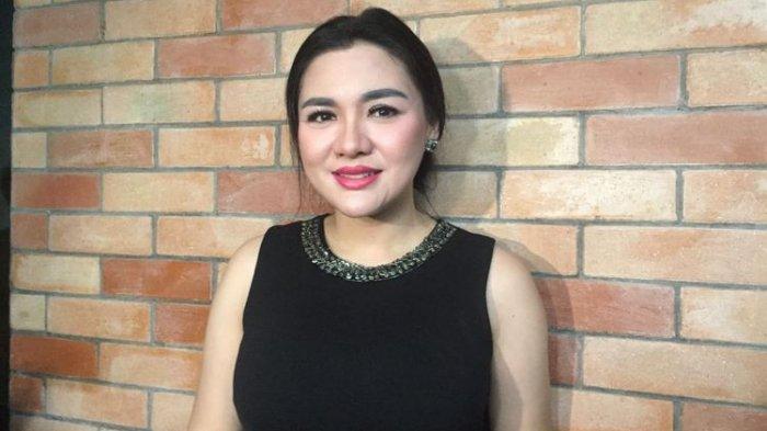 Vicky Shu di Kantor DPP Partai Demokrat, Jalan Proklamasi, Jakarta Pusat, Minggu (28/1/2018).