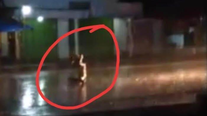Viral Video Truk BBM Tabrak Pria Duduk Bersila di Tengah Jalan, Korban Berasal dari Sragen