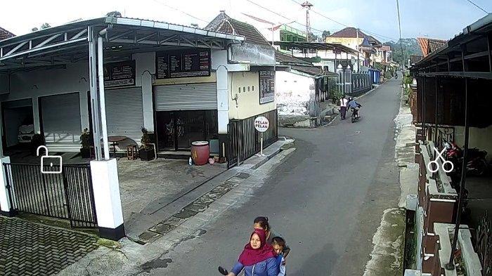 Terekam CCTV, Aksi Penjambretan yang Menimpa Istri Tukang Pijat Tuna Netra di Boyolali Jadi Viral