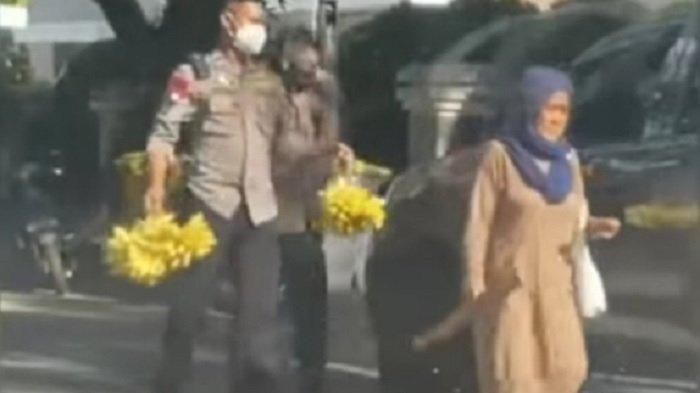 Viral Video Polisi Borong Pisang Nenek-nenek di Kota Mamuju, Sosoknya Ternyata Berpangkat Kombes