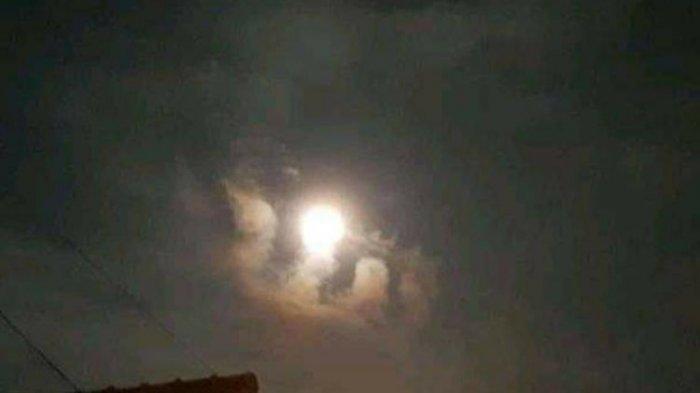 Viral Supermoon dengan Awan Di Bawahnya Berbentuk Lafaz Allah, Warga Harap Ini Pertanda Baik