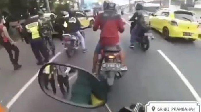 Cerita Lengkap Pengendara VW Kuning Terobos Penyekatan dan Tabrak Polisi di Klaten