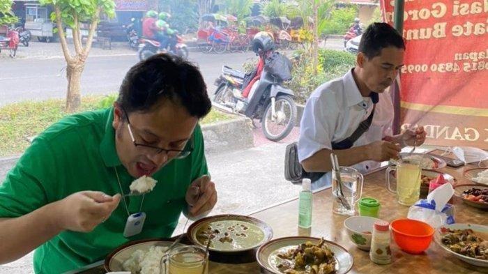 Ketika Wakil Menteri Perdagangan Jajal Makan 20 Menit di Warung Dekat Stasiun Balapan, Ini Hasilnya