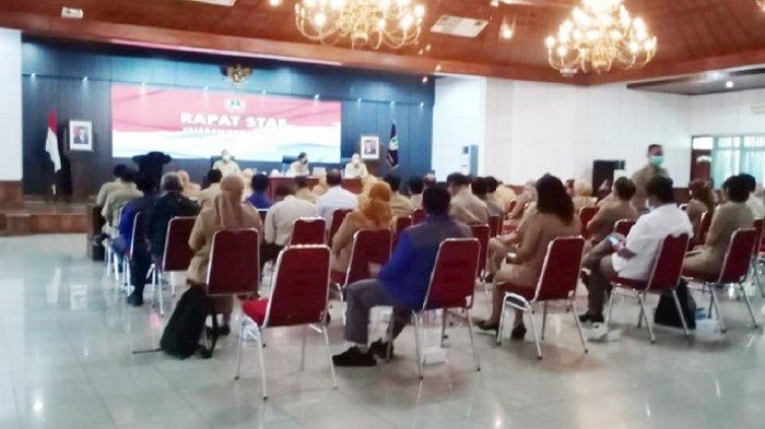 Hari Pertama Ngantor, Wali Kota Solo Gibran Kumpulkan Kepala Dinas & Camat, Pertemuannya Tertutup