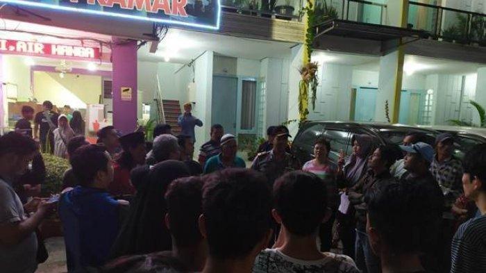 Warga Geruduk Hotel di Purwokerto yang Kerap Tontonkan Adegan Mesum Tamunya dari Balik Jendela