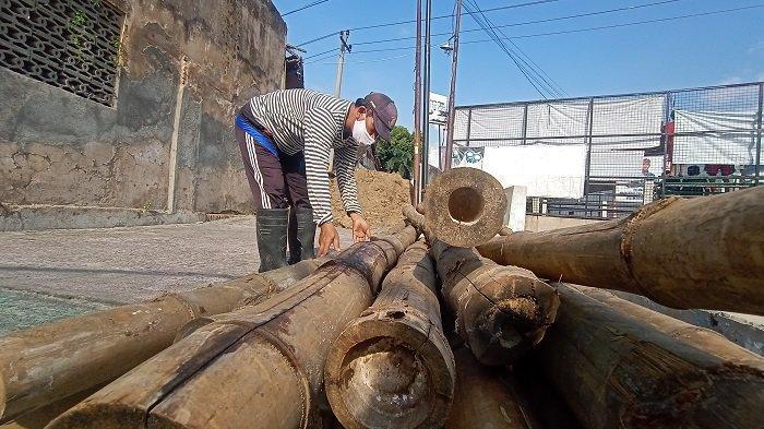 Ini Dugaan Awal Penyebab Ambrolnya Talud Kali Jenes di Pasar Kliwon : Umur Bangunan yang Sudah Tua