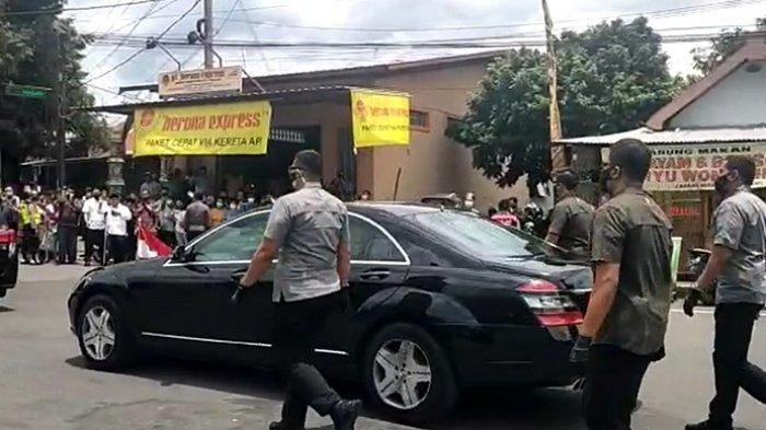 Reaksi Warga Senang Bukan Kepalang, Lambaian Tangan Dibalas Presiden Jokowi di Area Stasiun Klaten