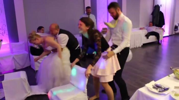 Permainan di Pesta Pernikahan Ini Terlihat Aneh Tapi Seru! Mau Coba?