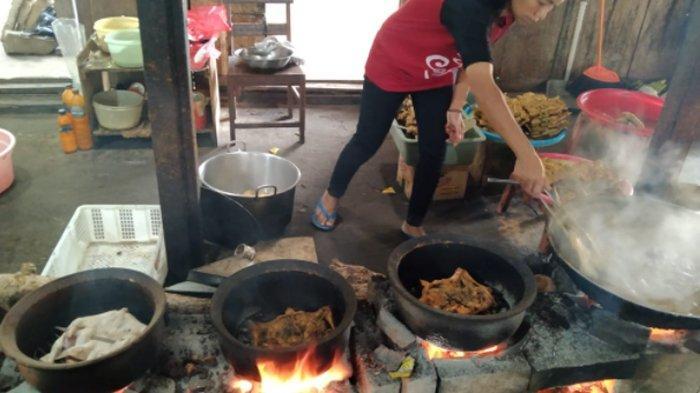 Ayam Panggang Mbok Denok Karanganyar : Lokasi Jauh, Makan Nunggu 1 Jam, Tapi Pembeli tetap Membludak