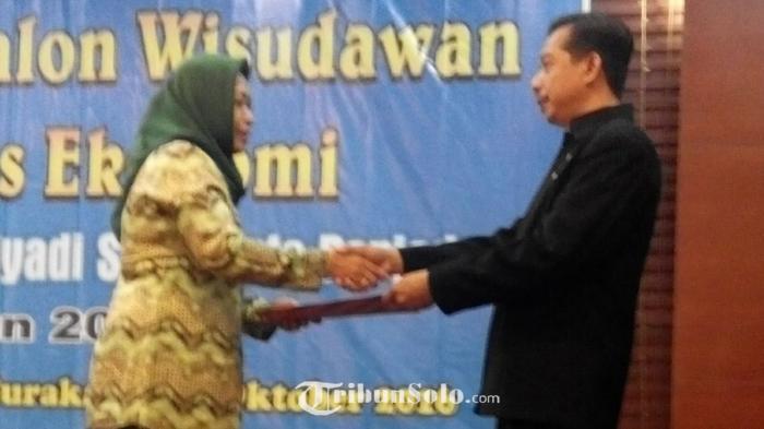Fakultas Ekonomi Unisri Surakarta Lepas 32 Calon Wisudawan