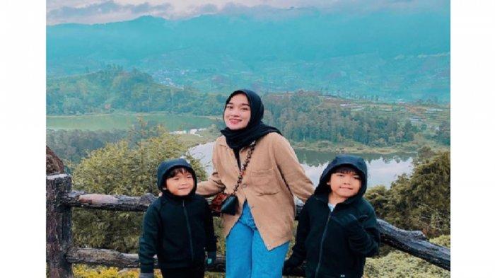 Proses Cerai dengan Ayus Sabyan, Potret Liburan Ririe Fairus Bareng Anak Banjir Pujian Warganet