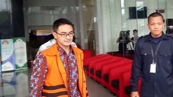 Gubernur nonaktif Provinsi Jambi, Zumi Zola Zulkifli, setelah diperiksa di Gedung KPK, Jakarta, Rabu (11/7/2018).