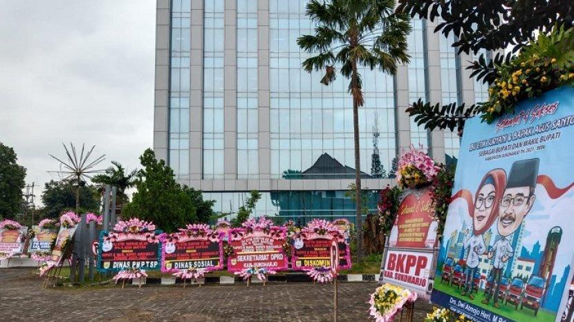 ratusan-karangan-bunga-membanjiri-kantor-setda-kabupaten-sukoharjo.jpg