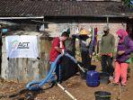act-berikan-bantuan-air-bersih-kepada-warga.jpg