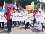 aksi-demo-buruh-di-depan-kantor-dprd-sukoharjo-rabu-13112019.jpg