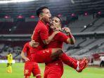 alberto-goncalves-merayakan-gol-bersama-rekan-rekannya.jpg