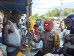 anggota-kepolisian-dengan-menggunakan-kostum-super-hero.jpg