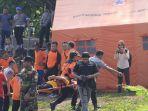anggota-pelatihan-sar-melakukan-simulasi-bencana-di-waduk-mulur-bendosari-sukoharjo.jpg