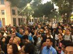 antusiasme-yang-ditunjukkan-baik-warga-lokal-maupun-turis-di-hanoi-vietnam.jpg