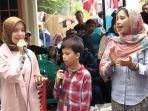 ayu-khadijah-azhari-bersama-kedua-anaknya-yakni-isabelle-dan-lenon-tramp.jpg
