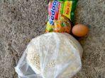 bantuan-berupa-satu-butir-telur-sebungkus-mie-instan-dan-beras-sekilo.jpg